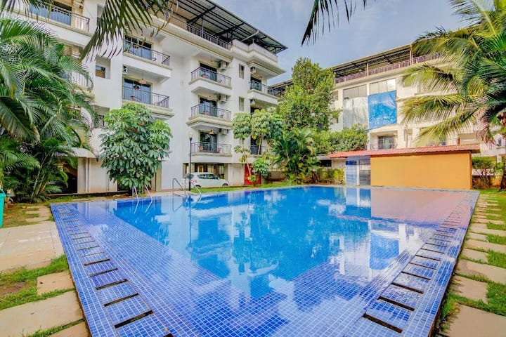 2 BHK AC Cozy Apartment near Baga Beach with Pool