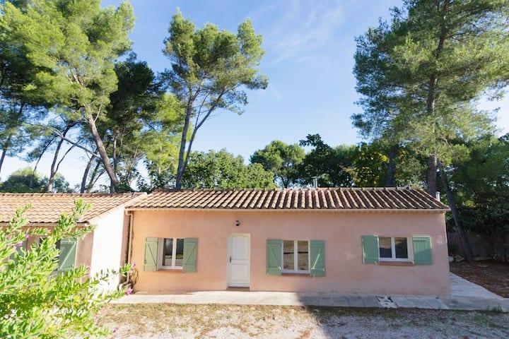 Maison T2 au calme dans un village à 10 min d'Aix