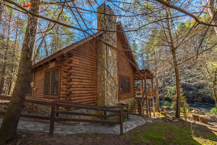 Rhode's Rustic Retreat on Fightingtown Creek