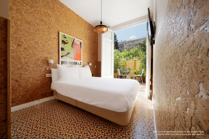 Intimate Double Rooms in the Eixample District
