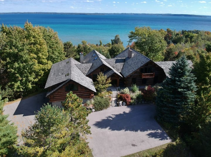 **NOW BOOKING 2021!** Hilltop Log Lodge