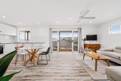 Modern designed flat & endless views over Bathurst