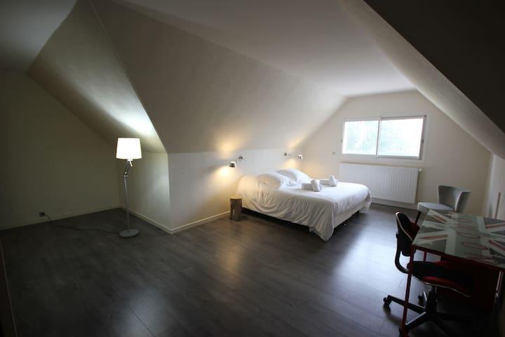 Chambre 4 à l'étage.