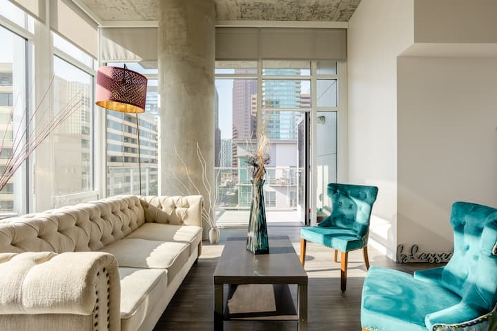 Upscale penthouse -loft DTLAamazing views