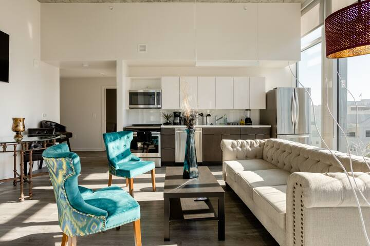 lux 2b penthouse-style loft/maid/chef/Mercedes opt