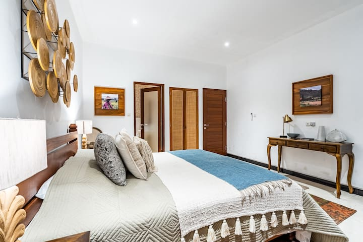 Each Room is spacious and clean, with walking closets, and en-suite bathrooms.