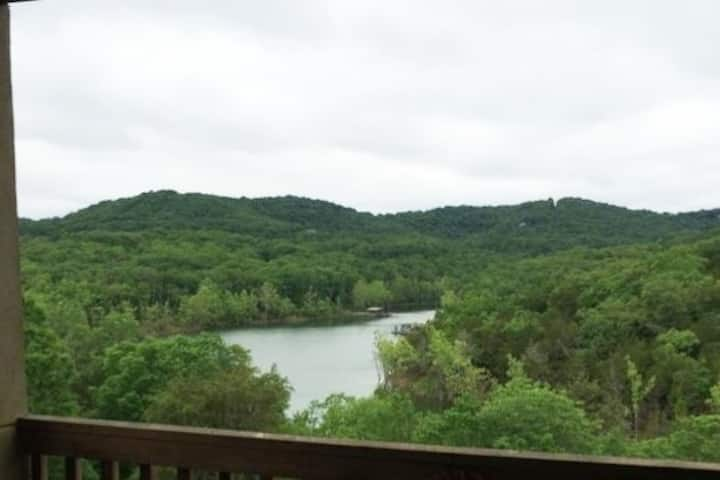 Walk in w/ a lake view! Eagles Nest Resort by SDC!