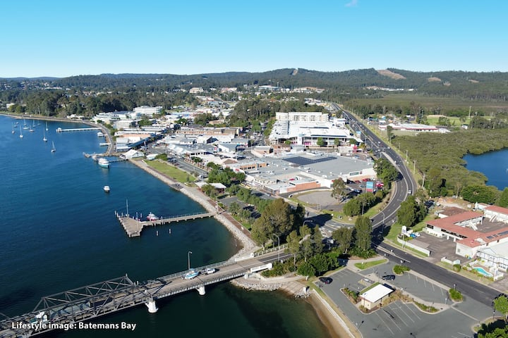 Batemans Bay Gem walk to beach, shops, restaurants