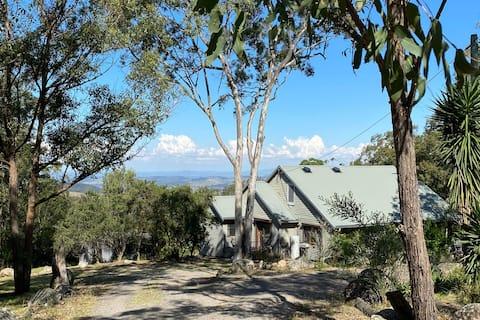 Spa retreat with panoramic views & native fauna