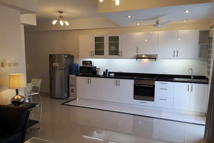 New One bedroom 75 m2 suite H in Ambassador Suites