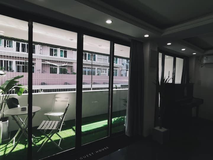 8M影院艺术型设计师北欧民宿·房间B·配独立卫浴和独立大阳台·配钢琴高尔夫进口投影和音响设备·近商圈