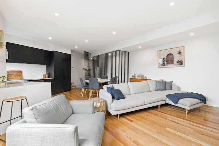 Designer Townhouse in Central Torquay