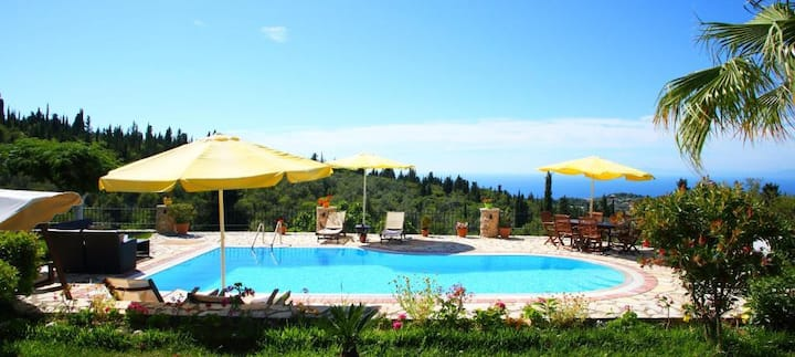 Villa Nefeli with Private Pool and Seaviews