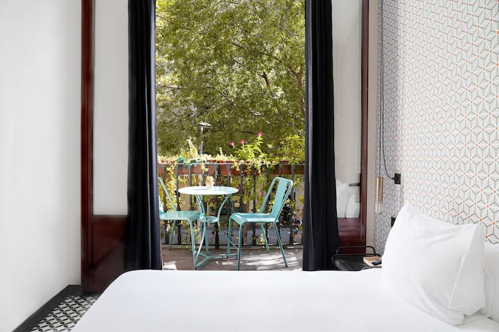Deluxe Double Rooms with Balcony in Eixample