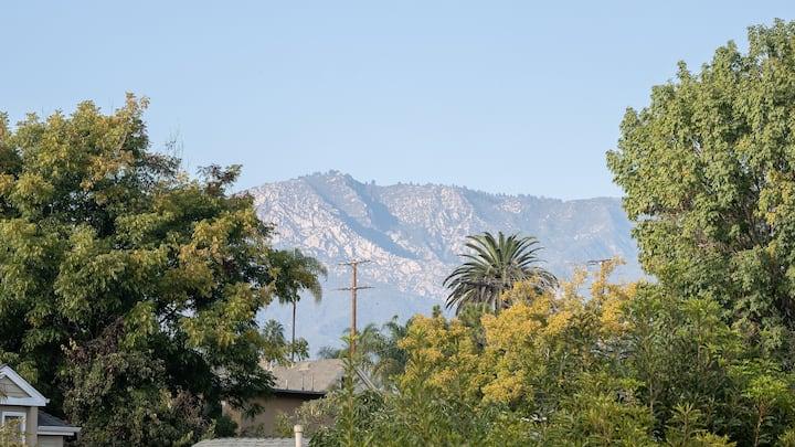 Mountain views, treehouse vibe, downtown, bikes!