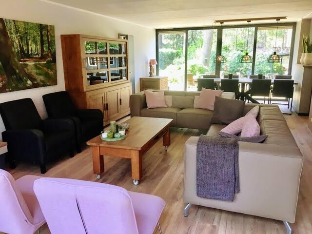 Ruime sfeervolle  luxe bungalow in bosrijk gebied