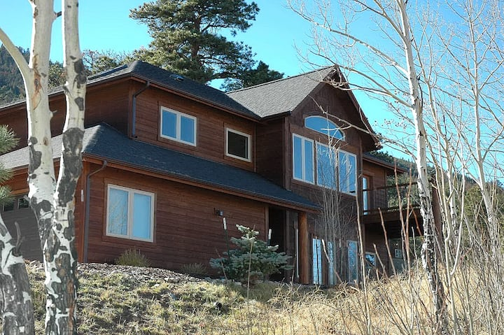 Ypsilon-Beautiful house w/ Marys Lake Views-WIFI