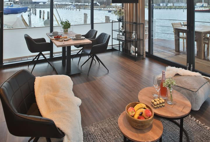 Floating House | Recovery for the whole family