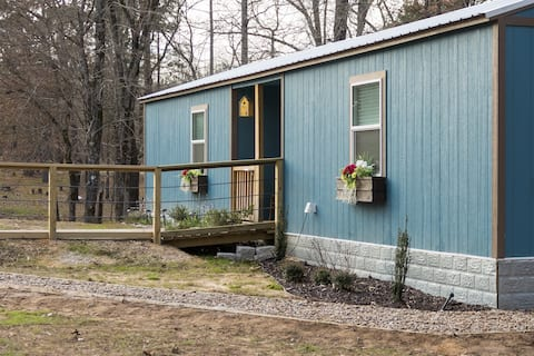 Rural retreat with class! Antlers Country Cottage!