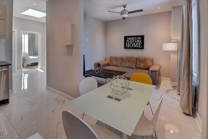 Beautiful 2-Bedroom Condo - Plateau - Modern!