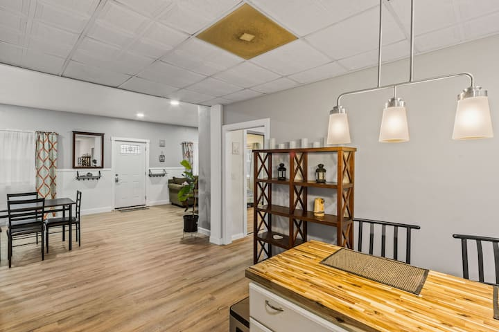 Newly renovated condo in picturesque Canadensis