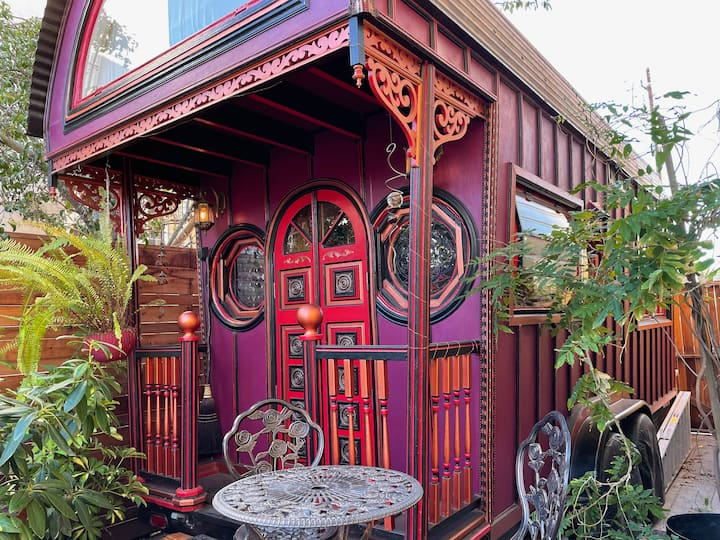 Artist's Luxury Tiny House Gorgeous Garden Retreat