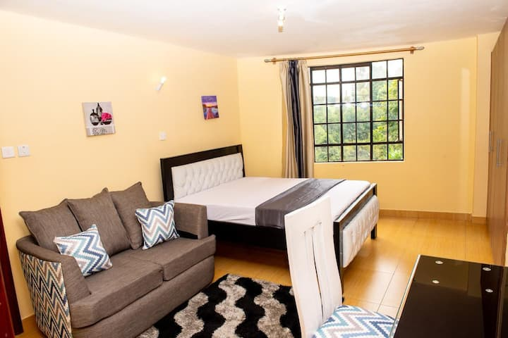 PRIVATE ROOM IN NYALI-SWIMPOOL+GYM+AC