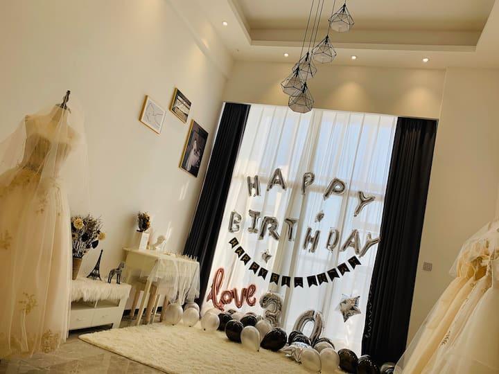 汇悦城和兴广场Loft复试,婚纱主题酒店1房1厅,入住可免费试穿婚纱,可举行生日,求婚派对!