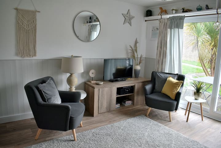 ☆ Fabulous 2 Bedroom House with Garden View ☆