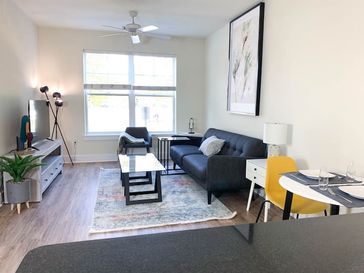 Ideal & Stunning 2BR in Old Town w Free Parking