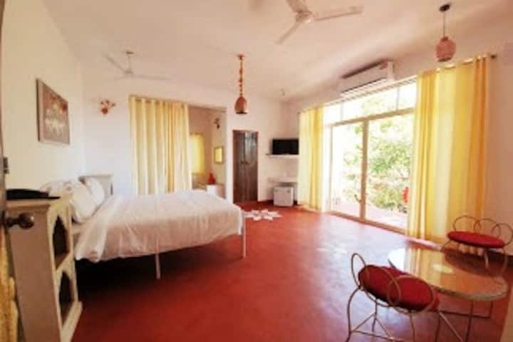 Gaya Superior King Room with Balcony-Forest View