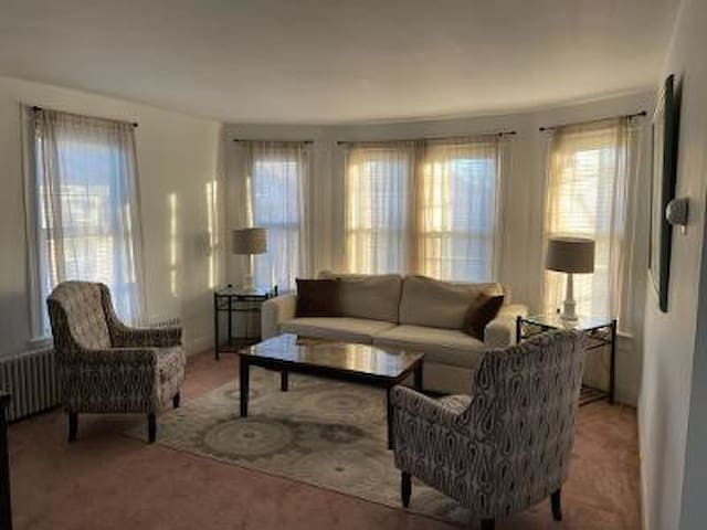 Red Bank 1 bdrm -close to train-small pet friendly