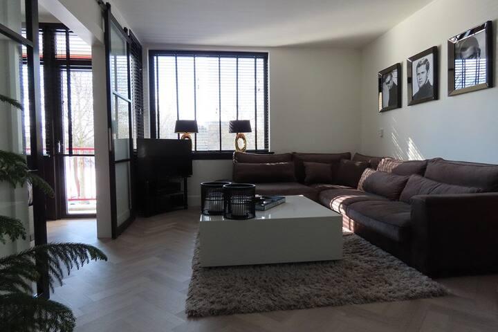Stijlvol ingericht appartement, 3 pers, met airco