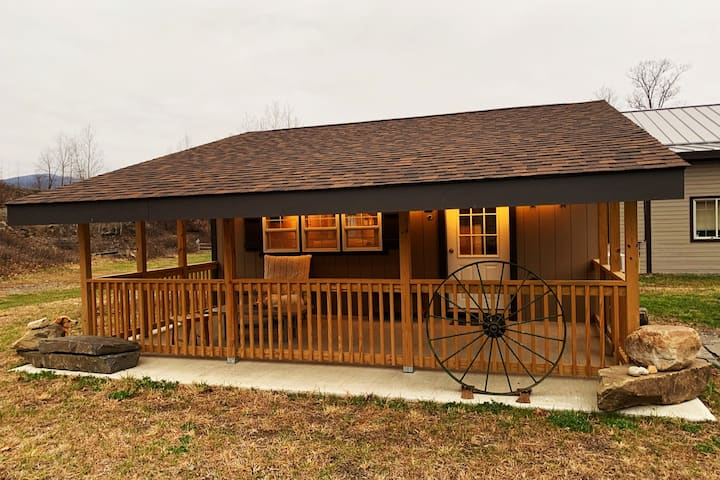 4 Ponds Farm Cottage -A very special tiny house