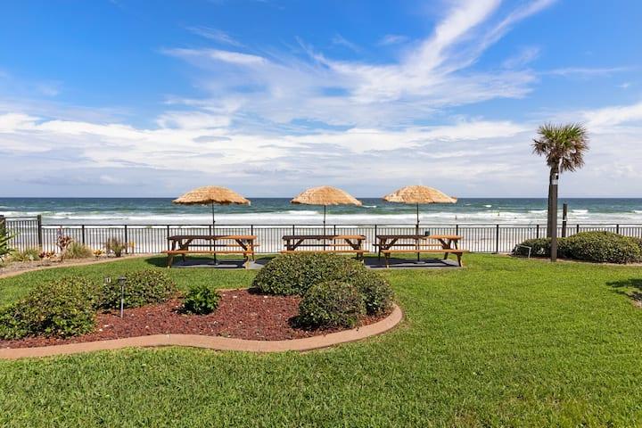 Premium  Ocean view room in hotel on the beach