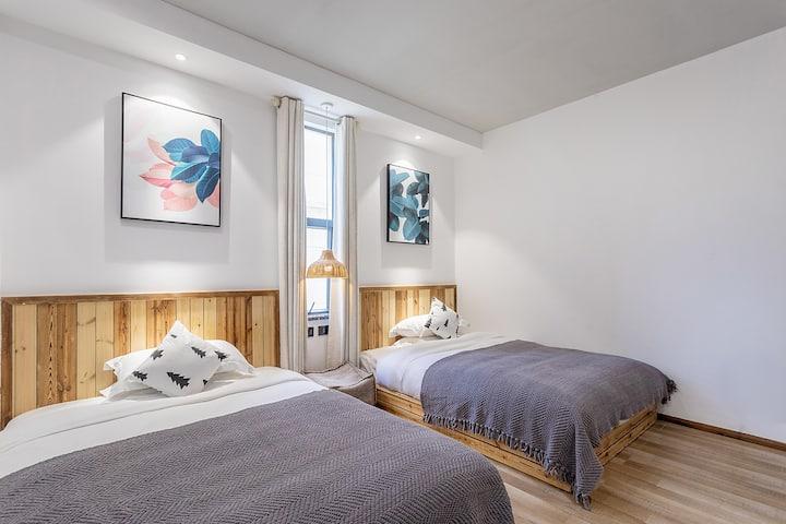 高品质阳光舒适双床房—半山别墅/免费接送火车站机场—房间有浴缸/有早餐