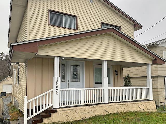 Halifax/Lakeside Entire House (2 units - Sleep 8)