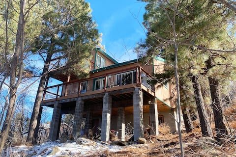 """""""The Treehouse"""" Cabin at the top of Mt. Lemmon"""