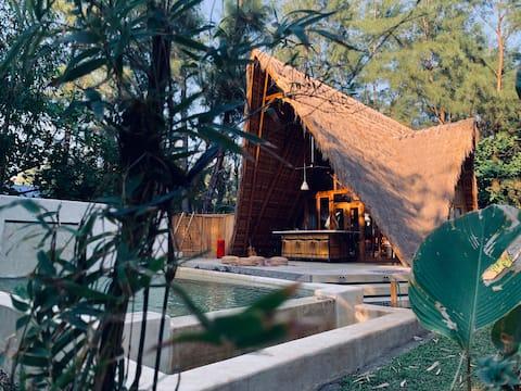 Casa Liwa Beach Villa, a private villa with a pool