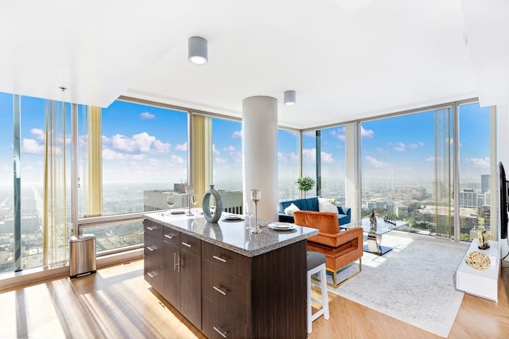 ★Incredible View★ 2B2B High-Rise Home in DTLA