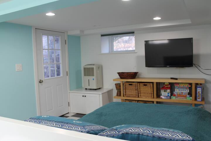 Bedroom/playroom with separate entrance to garden