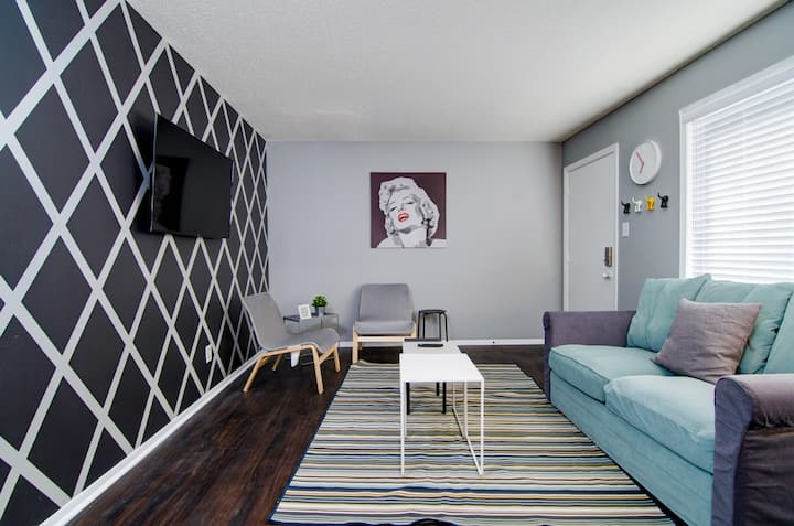 Contemporary Urban Pet Friendly Stay 16