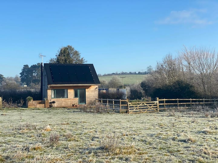 Dog- friendly rural retreat with beautiful views