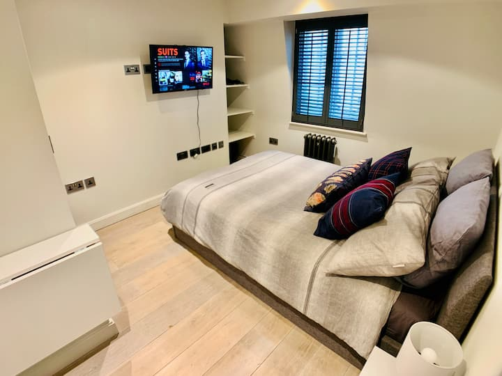 R3. TV + Comfy Room in Soho / Piccadilly Circus
