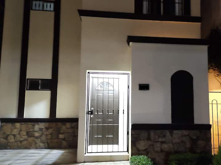 Casa completa para 6 personas cerca de Fundidora