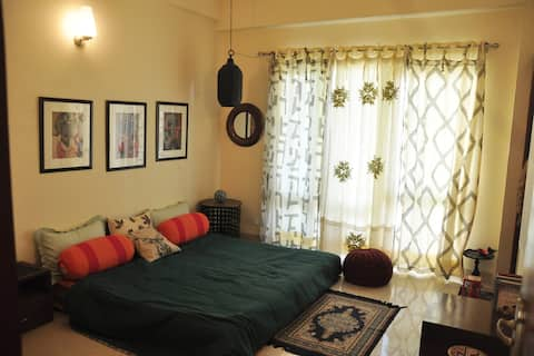 Exclusive Serviced Apt near Mall/Metro/Expressway