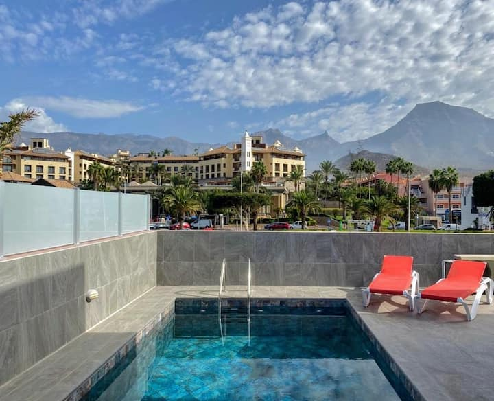 50 m Plaza Duque, exclusive villa with heated pool