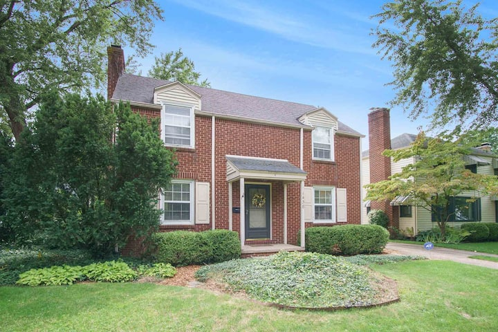 Charmer Near ND & town, 4 BR 2.5 B, Stay in Style!