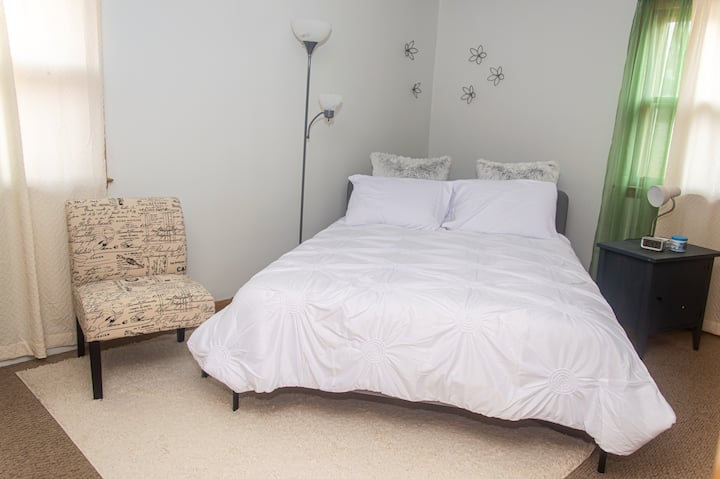 Private & Charming | Comfy Queen Bed | Workspace