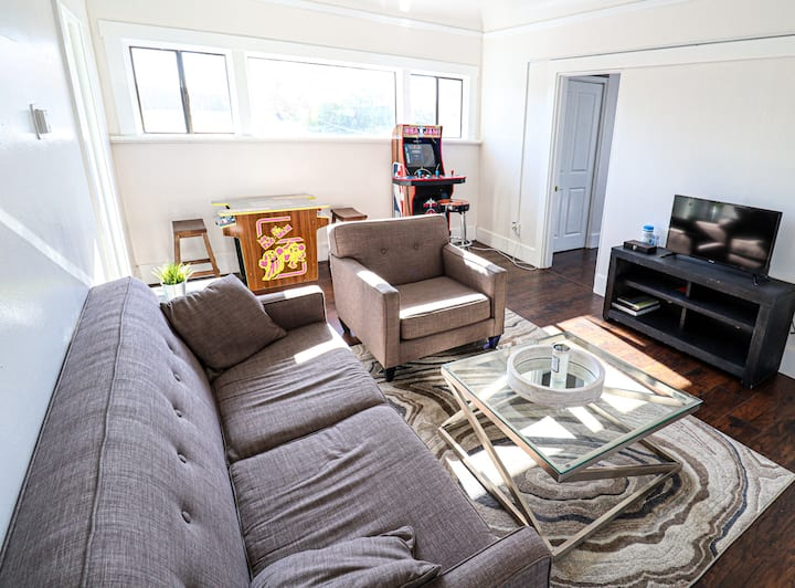 A Taste of Downtown Living! 2Br/2Bath and Arcade!